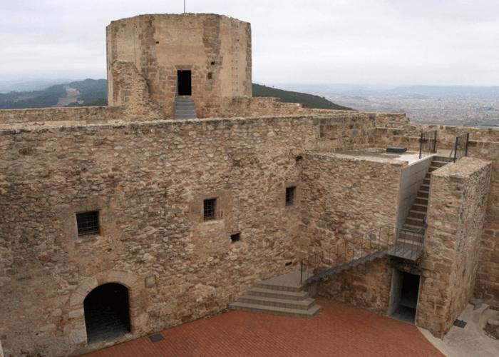 castillo claramunt con alquiler autocaravanas anoia